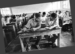 印度高中考试作弊成风