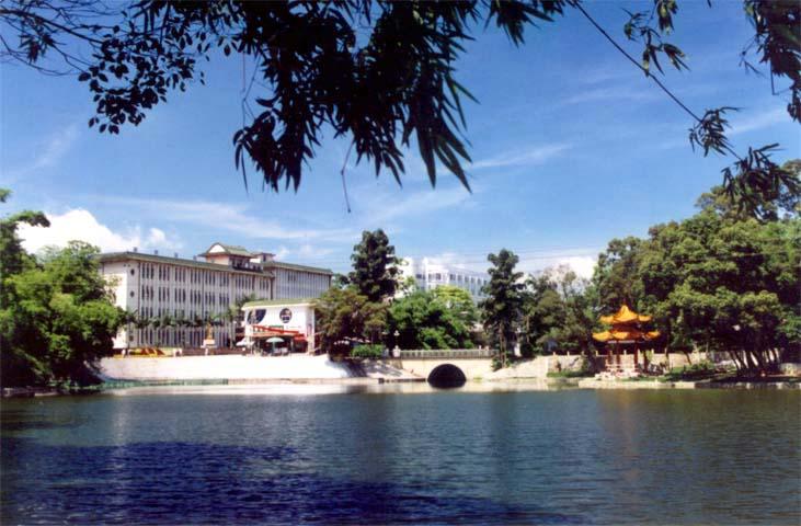 广西民族大学图片
