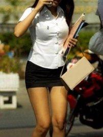 泰国女生紧身校服惹非议 被批太性感