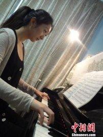 弱视女孩考入全球顶级音乐学府 被赞钢琴诗人