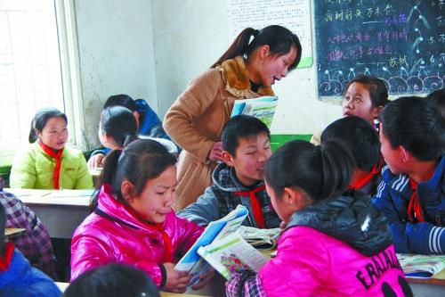 特岗女教师放弃进城机会 扎根邓州山村小学