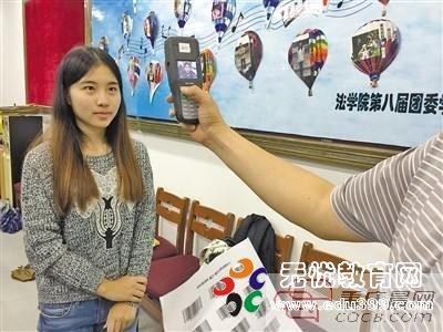 """全国司考开考 重庆首次试点""""刷脸卡"""""""