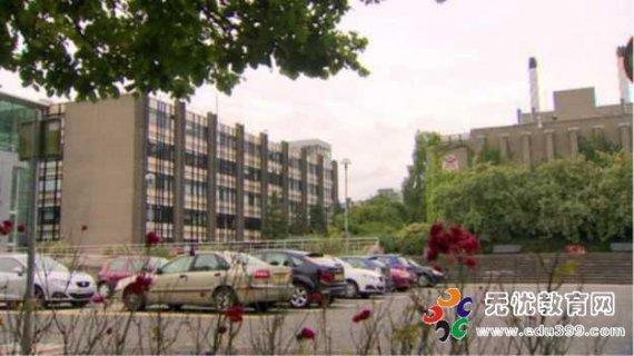 北爱尔兰两大学面临拨款削减15%
