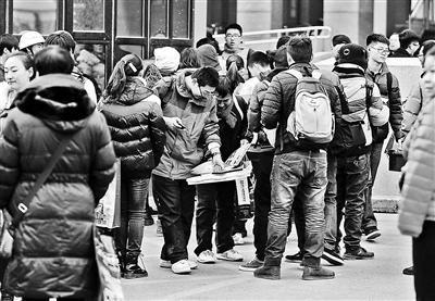 2015年高考拉开序幕 京5700余考生参加美术联考
