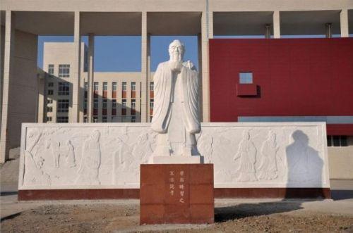 河南中学生被要求跪拜孔子:校方要求清晨五点诵经