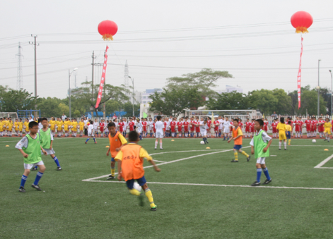 北京多所小学计划开设足球课 中学提前备战中考