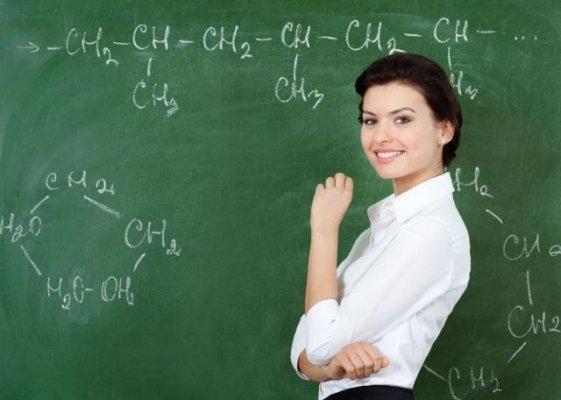 公务员和教师仅仅是工资有差距还是?